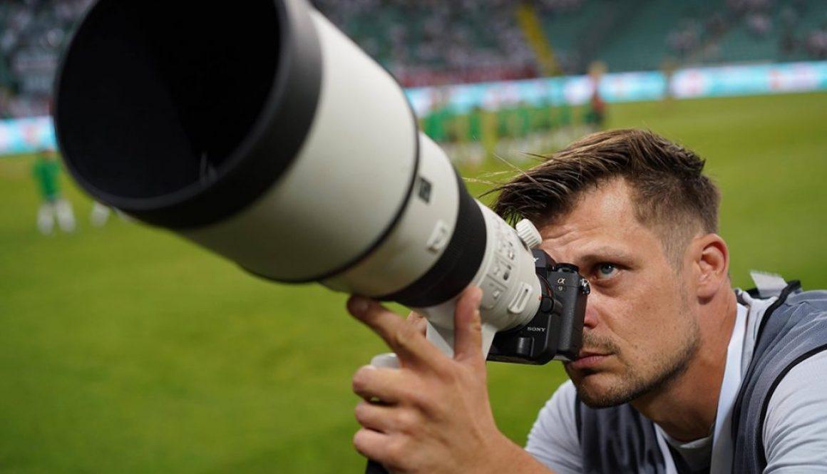N/z. Maciej Gillert fotografujący Sony a9 z obiektywem Sony 500mm f/4 fot. Rafał Gąglewsi / mediapictures.pl