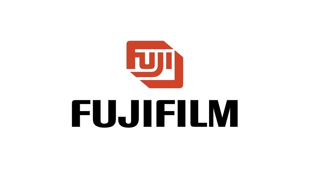 Fujifilm rozdaje szpitalom wEuropie aparaty ifilmy Instax