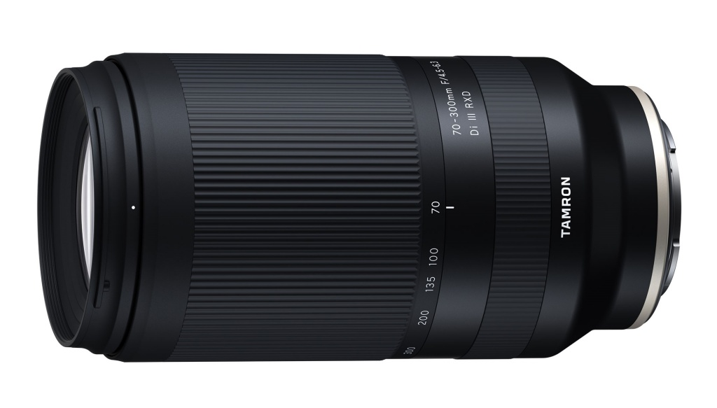 Tamron 70-300 mm F/4,5-6,3 Di III RXD wmocowaniu Sony E