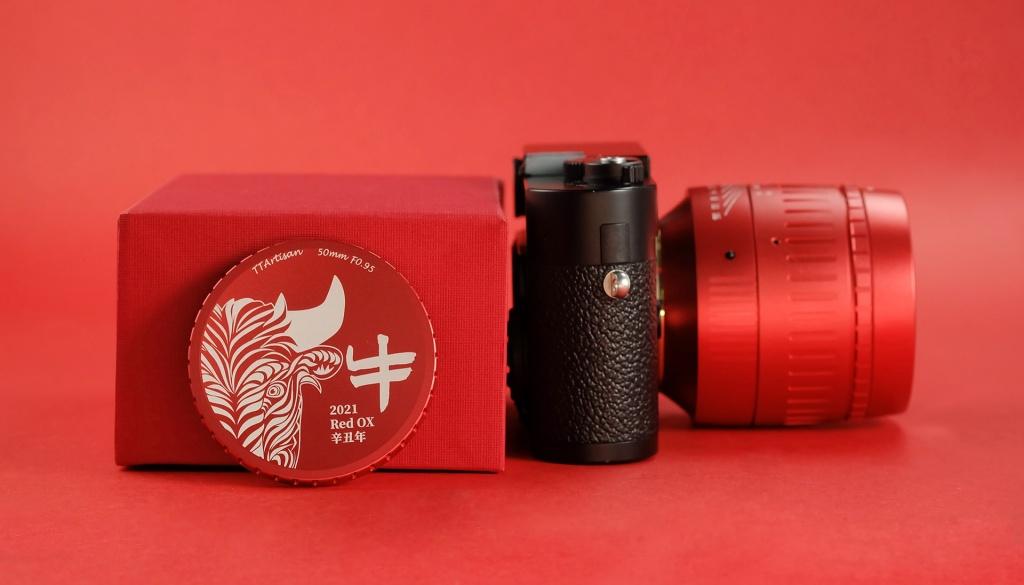TTArtisan-50mm-f0.95-LeicaM-Bright-Red