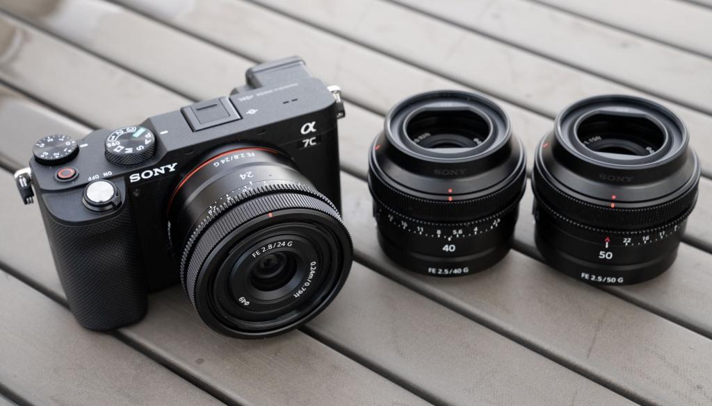 Małe pełnoklatkowe stałki Sony oogniskowych 24 mm, 40 mm oraz50 mm